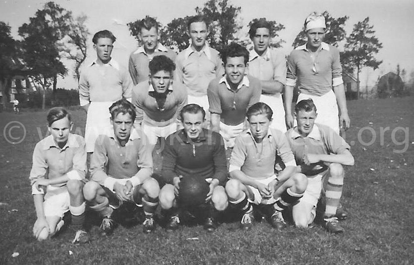 medio-jaren-53-tweede-elftal-zondagafdeling-100-kb
