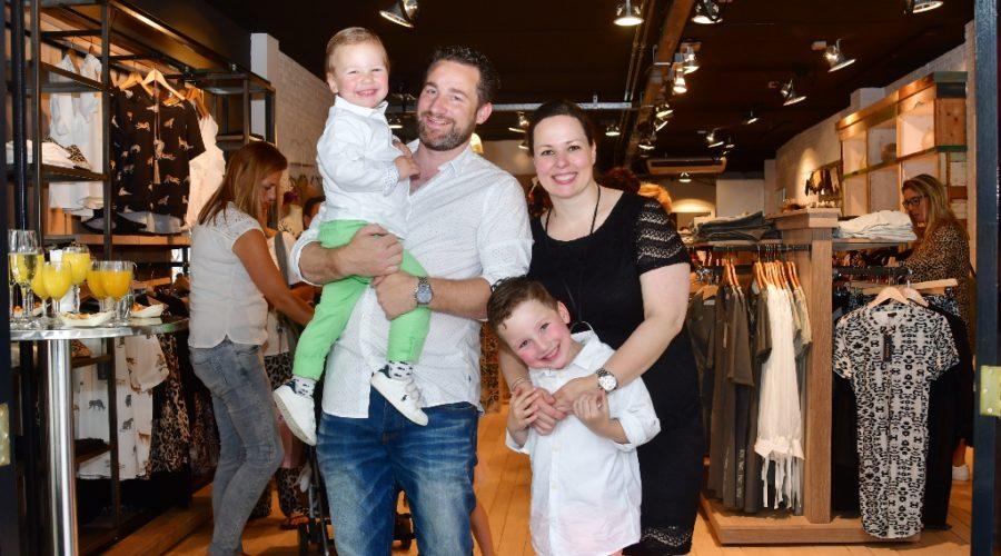 505365c7dad981 Het was ongehoord druk in de nieuwe dameskledingzaak By Gaby op  t Singel in  Nijkerk. Vrijdag opende de nieuwe kledingzaak en zaterdag was er een ...
