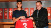 FC Twente verlengt contract Nijkerker Mees Hilgers