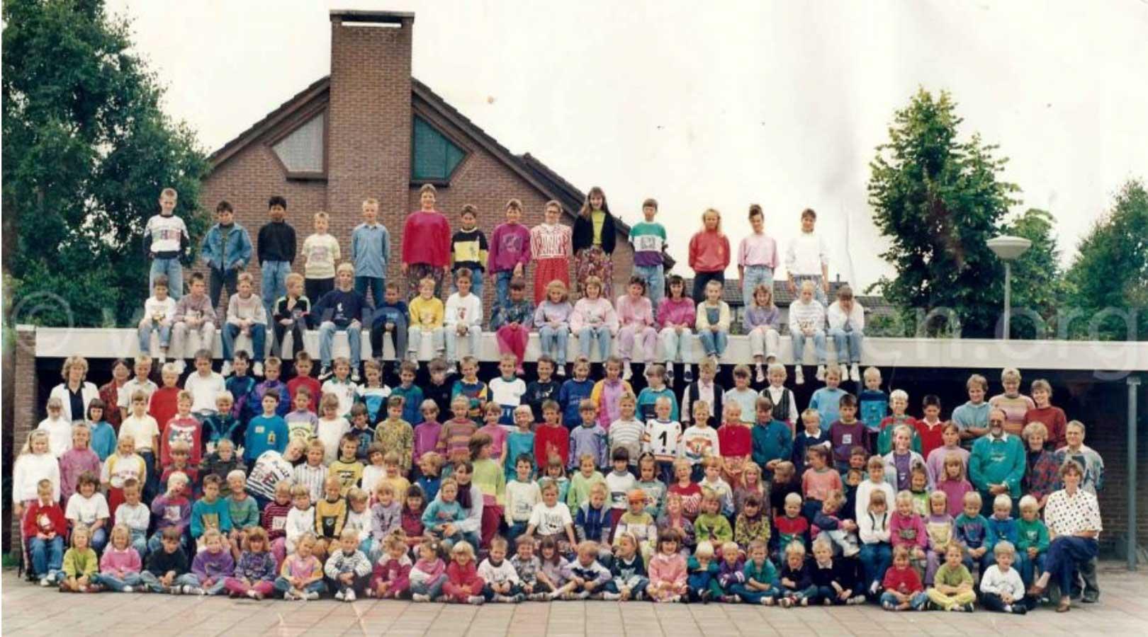 Groepsfoto CJ van Rootselaarschool Nijkerkerveen 1990