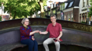 Stadsdichter Henriette Hofman ziet mooie uitdaging in poezie: 'Toegankelijkheid is het belangrijkste'